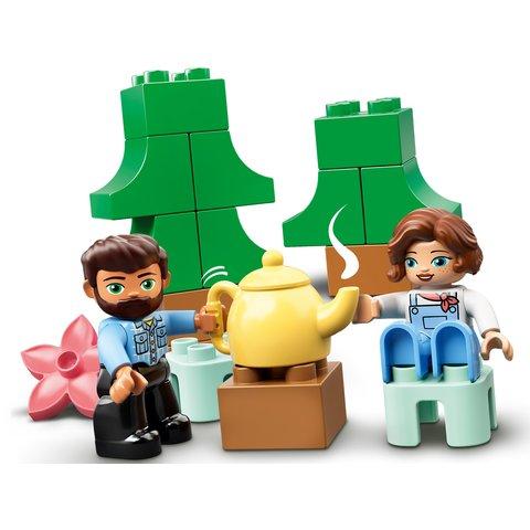 Конструктор LEGO DUPLO Семейное приключение на микроавтобусе 10946 Превью 4